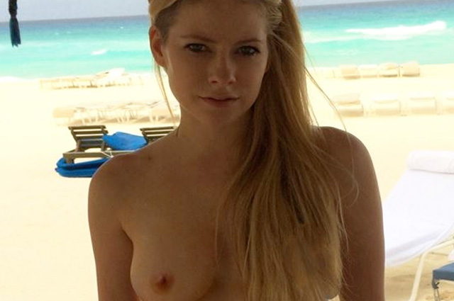 Topless Avril Lavigne, celebrity boobs beach