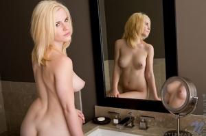 Naked parker Mary
