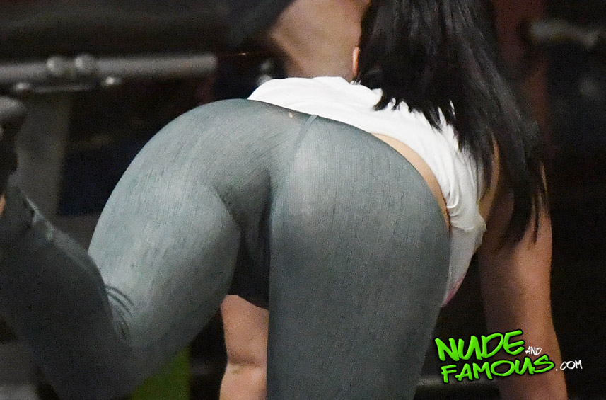 Ariel Winter big sexy ass while working out