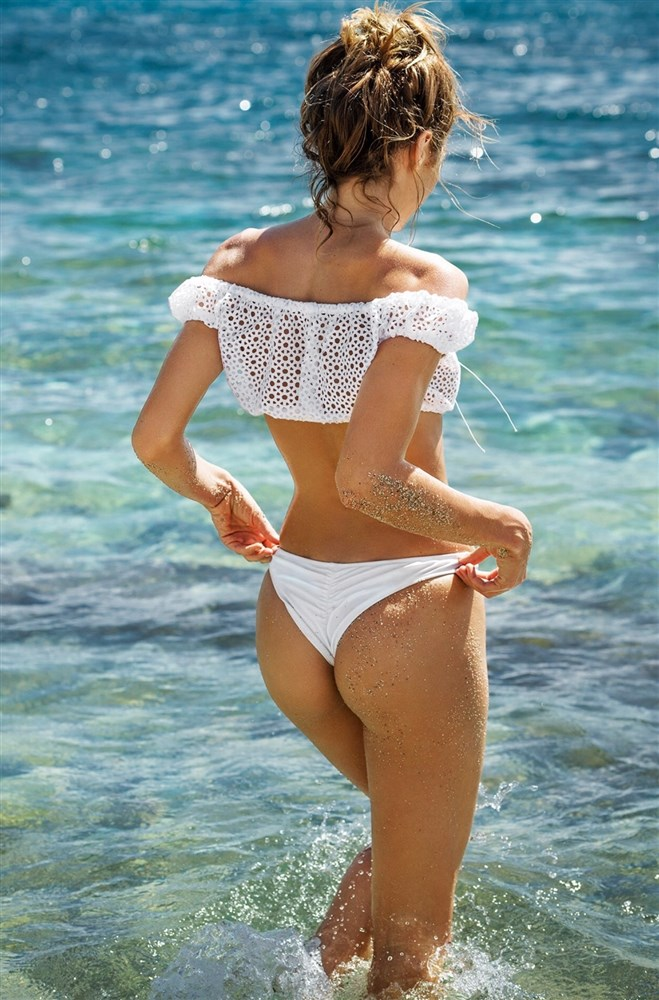 Candice Swanepoel ass thong beach shot