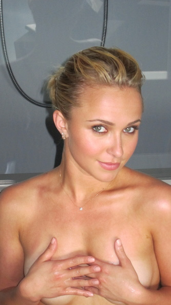 Hayden Panettiere leaked holida nude photos / pictures