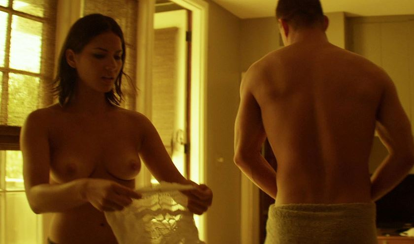 Hottie actress Olivia Munn in underwear while not wearing a bra. #topless #boobs