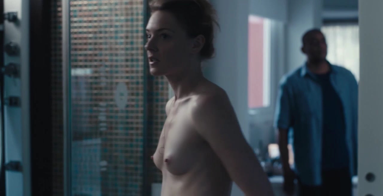 Kate Morgan petite celebrity topless & naked in the bathroom