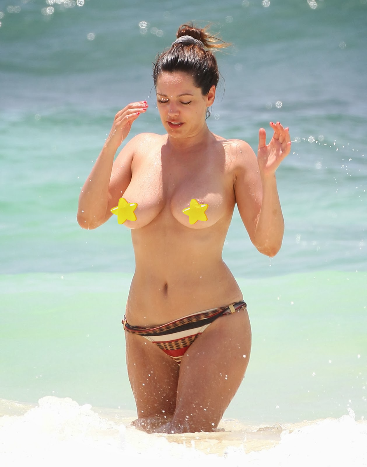 Kelly Brook - showing off her huge boobs at the beach - paparazzi topless leaked photo