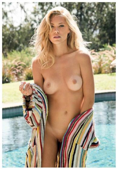Sexy cheerleader naked butt