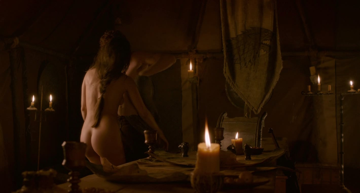 Oona Chaplin bare naked juicy booty