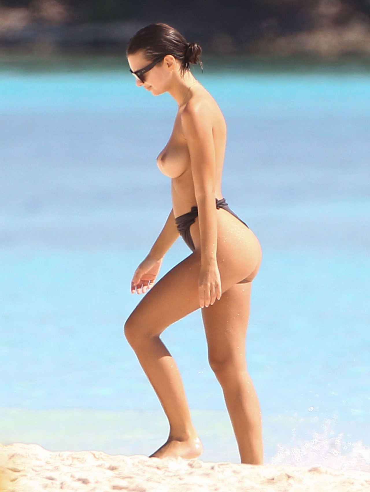 Sexy Emily Ratajkowski (actress) walking down the beach with her big #hooters / #tits topless